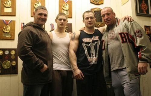 Дориан Ятс с сыном и друзьями