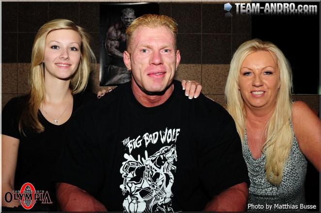 Деннис Вульф с супругой и дочкой