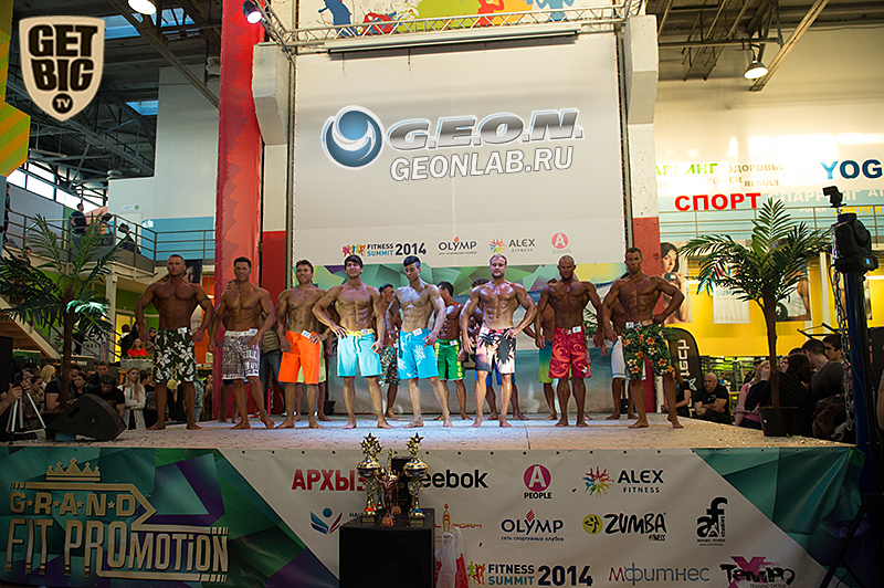 Участники номинации «Менс физик» (пляжный бодибилдинг)