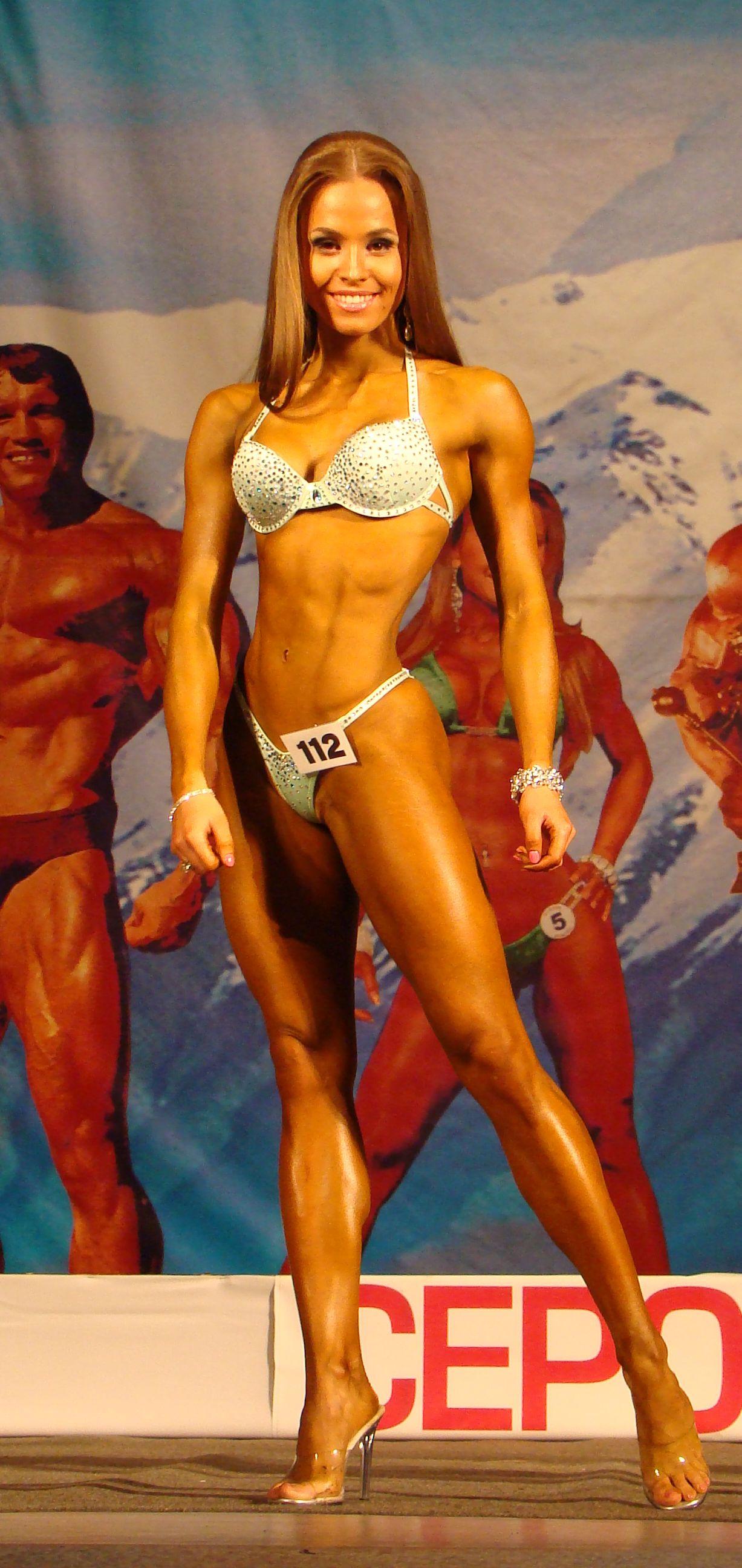 Абсолютная победительница фитнес-бикини Мукминова Елизавета (Екатеринбург)