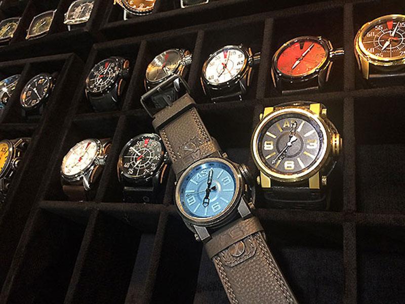 Арнольд Шварценеггер выпустил часы под собственным брендом