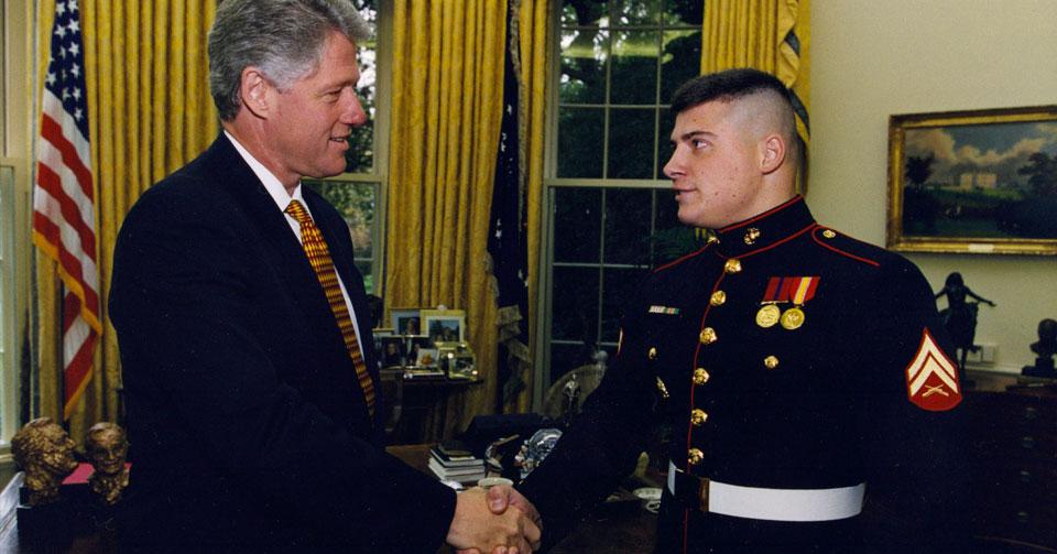 Matt «Kroc» Kroczaleski и президент США Билл Клинтон