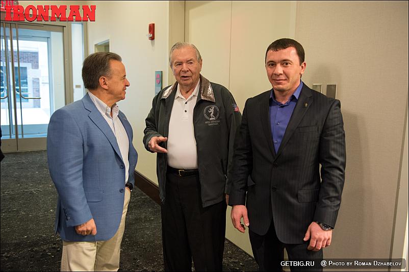Президент IFBB Рафаэль Сантоха, промоутер «АК» Боб Лоример и Адам Толдиев
