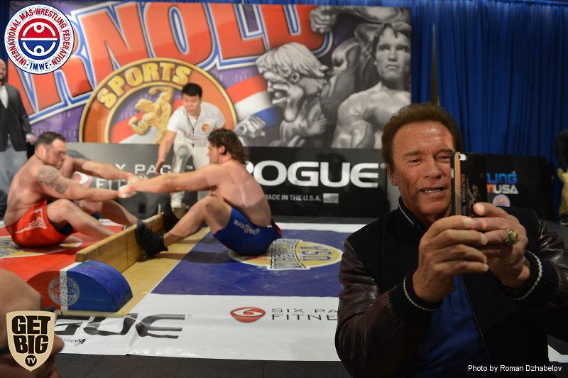 Арнольд Шварценеггер на абсолютном чемпионате мира по мас-рестлингу - 2016
