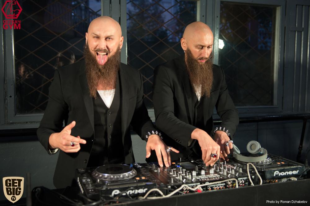Завершил вечер модный сет от популярных диджеев-бородачей DJ project S-BROTHER-S